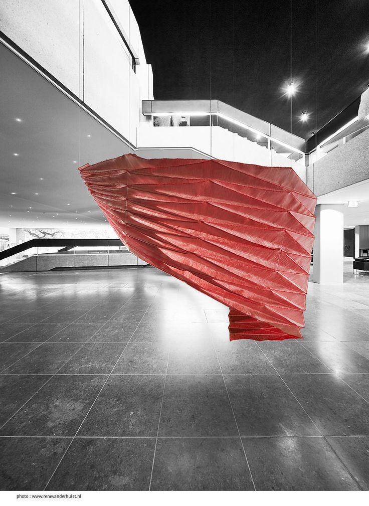 Co-creatie | TextielLab, Tentoonstelling TextielMuseum 16 januari 2016- 17 maart 2017. 'Archi Folds Y' (serie 'Super Folds') by Samira Boon - 2015 made in the TextielLab. photo: Rene van der Hulst i.o.v. TextielMuseum  Building: Provinciehuis 's Hertogenbosch