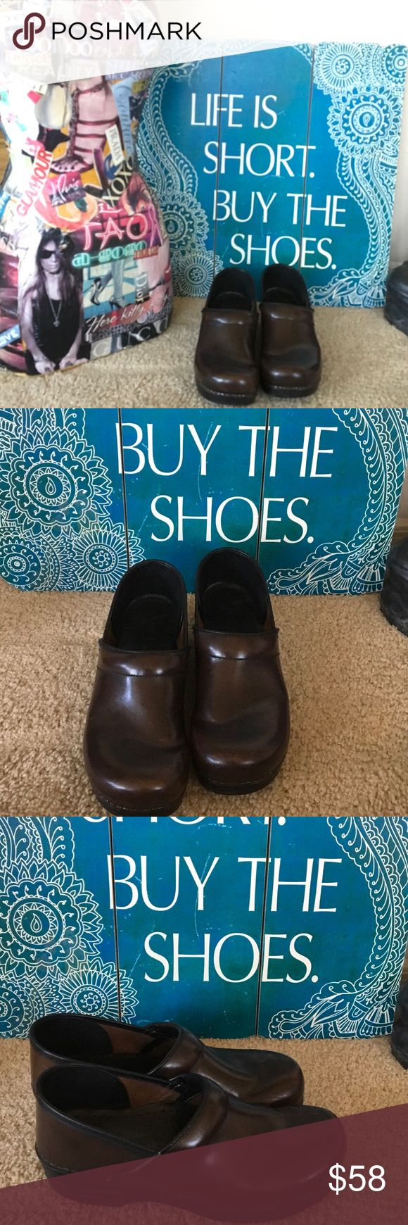 DANSKO Slip on CLOGS BROWN Support & Ultra Comfort LIKE NEW Excellent leather solid dark espresso brown leather w rubberized cushioned support. DANSKO is known for ultimate comfort & support for chefs, beauticians, nurses, sales,anyone on their feet all day. SIZE 41 M. Dansko Shoes Mules & Clogs