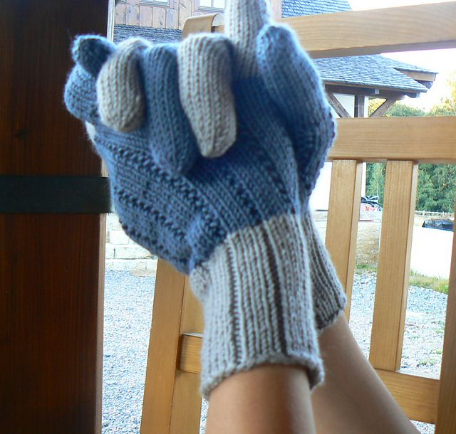 Ravelry: modena's Two-tone gloves