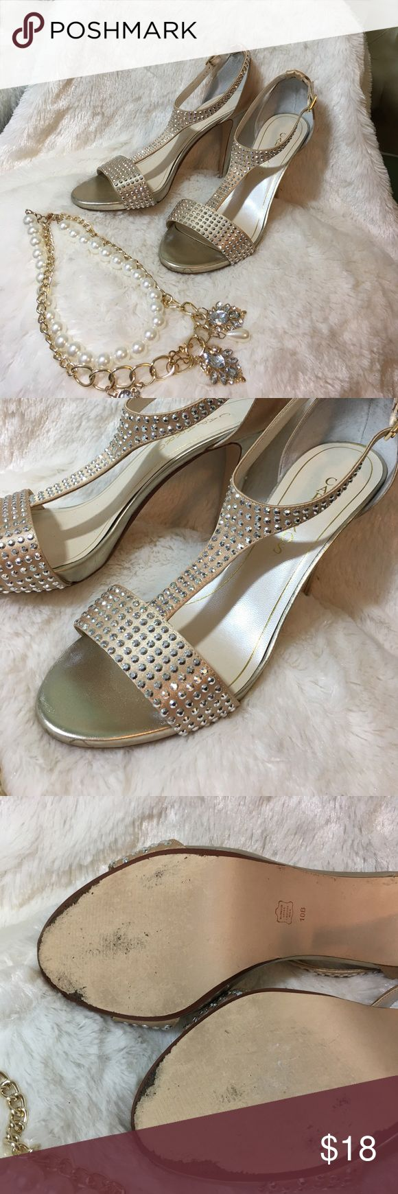 Gorgeous Gold Sparkly Shoes Sz 10 Gold sparkle shoes showing normal signs of wear to bottoms and a scratch on heel as pictured. Caparros Shoes Heels