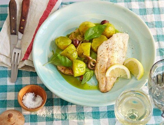 kartoffel-calamari-salat mit dorade