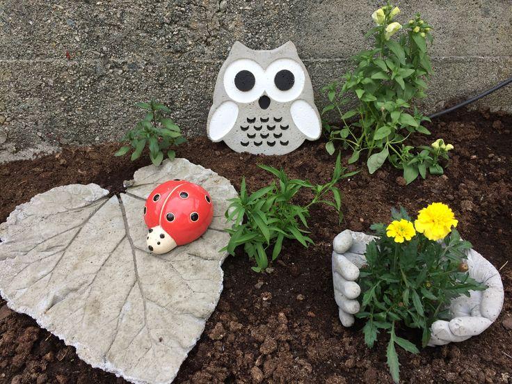 Ugle, rabarbra-fat og hender i betong 🦋