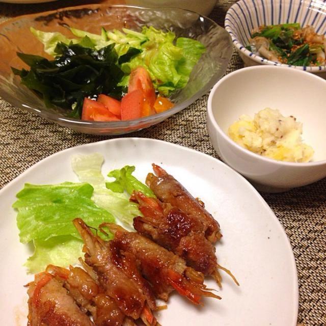 ・豚肉でごぼう巻き ・さつまいもandジャガイモサラダ ・わかめサラダ ・小松菜としめじのおひたし ・お豆腐の赤だしお味噌汁 ・ごはん - 11件のもぐもぐ - 豚肉のごぼう巻き by Sakiko
