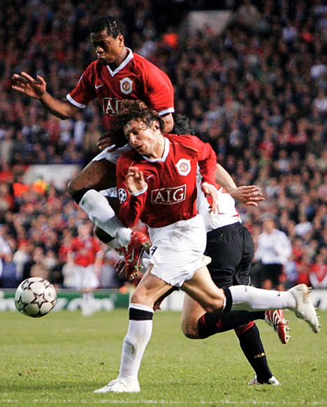 United 2007 UCL - Evra & Heinze clash to send Kaka through on goal.
