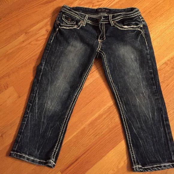 Dark denim capris Dark Denim with white stitching. Size 5. Final price ❤️ YMI Jeans