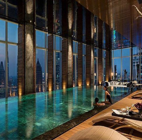 in Shanghai's Pudong Seasons Hotel, located in the 41-story indoor infinity pool after 11 at night can be booked exclusively. Jump into the crystal clear water, through a clear glass window, Mordor, Shanghai's bustling panoramic, turbulence turbulent water flow from the infinity swimming pool, as connected with the sky. Under the flickering neon, with champagne glasses, drink wine, enjoy the exclusive memory belongs only to you.   ♠ re-pinned by http://www.waterfront-properties.com/