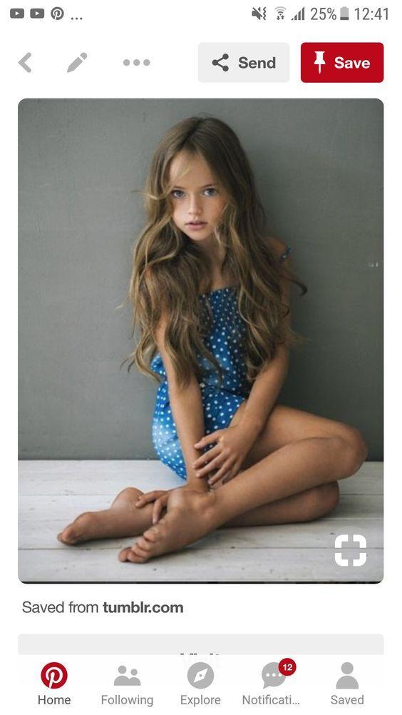 Hübsche Mädchen mit lockigen Frisuren | Frisuren