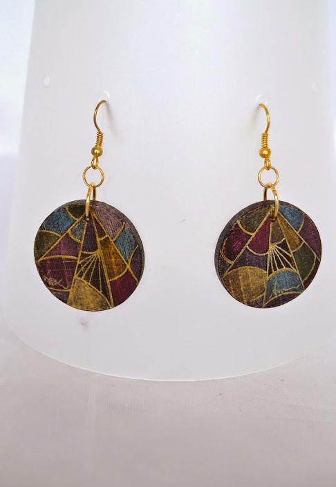 Orecchini in legno con ganci in argento dorato Wooden earrings with silver hooks Boucles d'oreilles en bois  dessinés aux pastels avec des crochets en argent Antique d'or