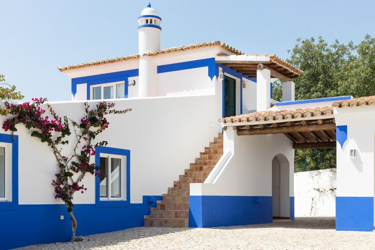 Rental Holidays Large Typical Portuguese Villa in Boliqueime, up to 10 people. Photos of our catalogue of rental holiday villas in the Algarve, Portugal. Ideal for weddings, events, meetings, celebration, birthdays, stag parties, hen parties, holidays, family vacations, romantic trips and more!