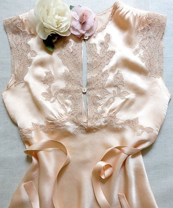 Vintage lingerie 1930s/1940s peach silk charmeuse by VanitiesFair