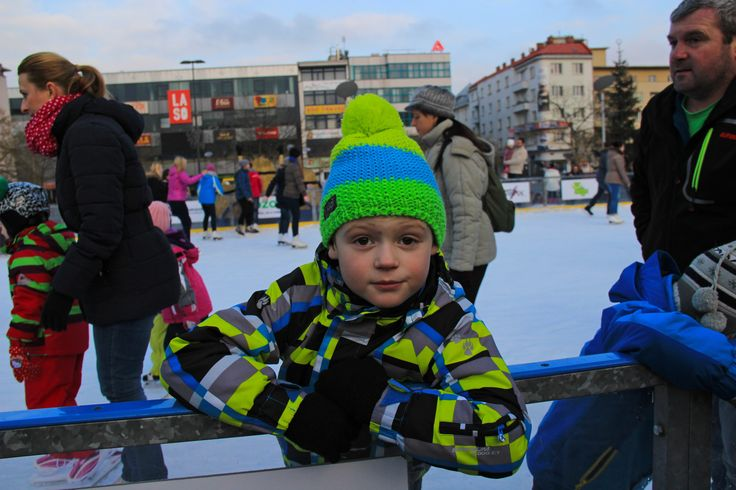 That's how we were playing in Kilpi wear on the Christmas ice rink in Ostrava. :) #Kilpi #Ostrava #Christmasicerink #icerink  #fun #kids #Skating