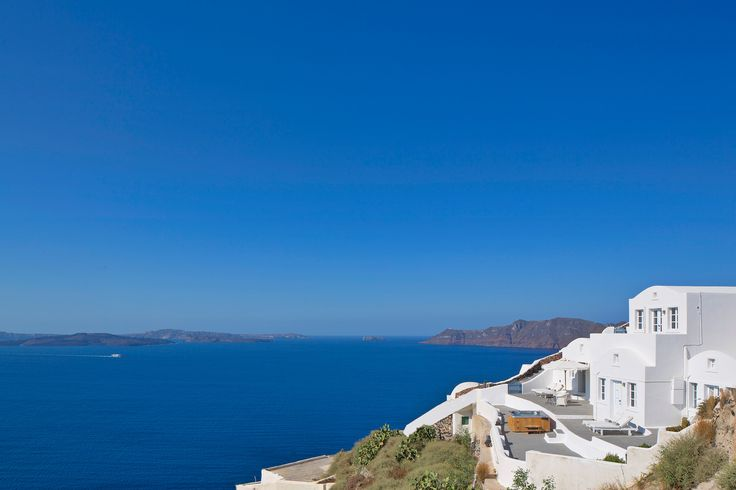 Privacy, exclusivity, luxury and stellar views. The Canaves Oia Villa.