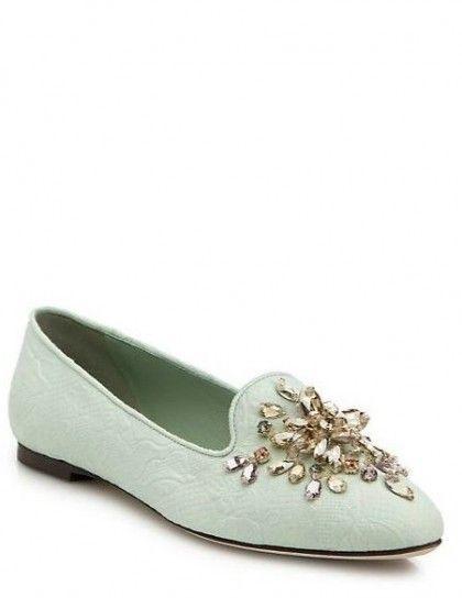 Slippers verde pastello - Collezione di scarpe Dolce & Gabbana Autunno/Inverno 2015/2016: modello dalla nuance verde menta con applicazioni