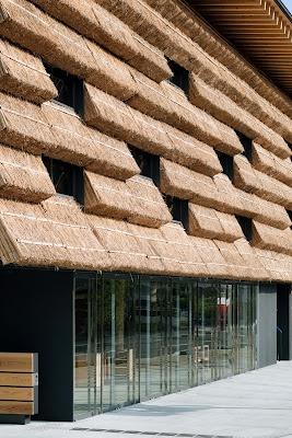 Hotel e mercado japonês usam palha na fachada http://arquitetandoideias.blogspot.com/2012/03/hotel-e-mercado-japones-cheio-de-charme.html #arquitetandoideias