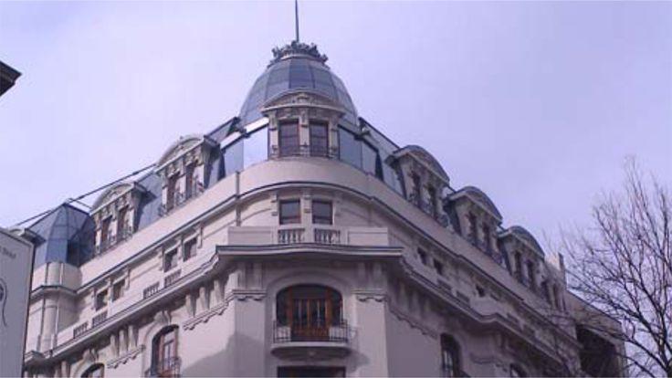 Restaurare superbă: acoperiș de sticlă care păstrează forma originală a acoperișului, pe Ion Câmpineanu colț cu Magheru | Bucuresteanul.info