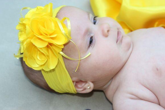 Faixa de meia bouquet de flors amarela com detalhes em fitas - cor do verão-,  ideal para bebê ou criança de 0 a 6 anos. R$ 17,90