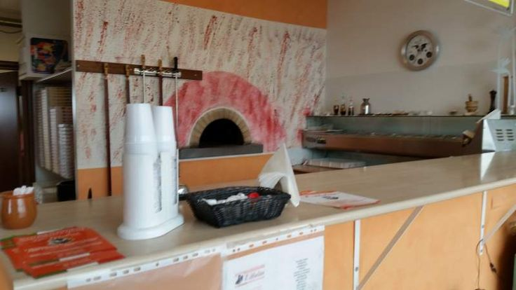 Pizzeria d'asporto adiacente a zona industriale