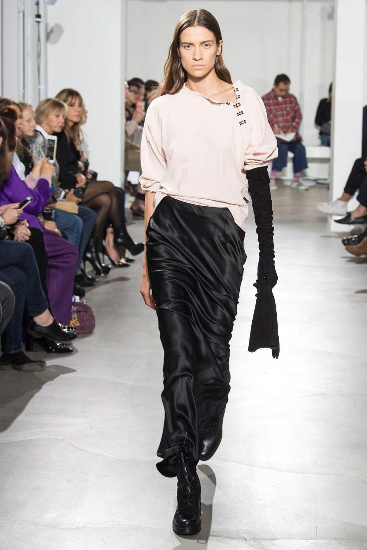 Olivier Theyskens Spring 2018 Ready-to-Wear  Fashion Show - Vaiora Strogonova