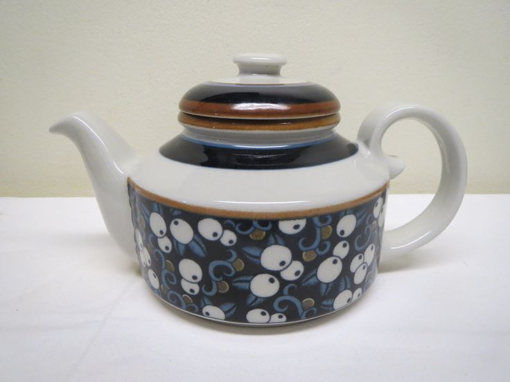 Arabia, Taika -teekannu, ehjä ja hyväkuntoinen, mukana teesihti.
