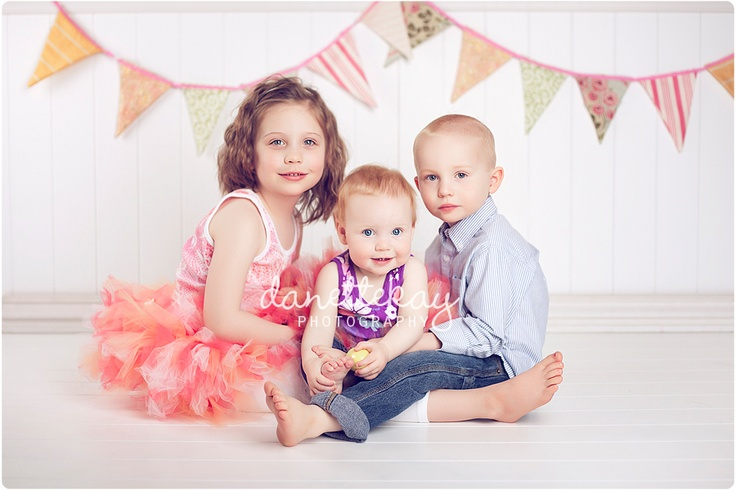 great for three siblings: Three Sibling, Pictures Ideas, Young Sibling, Photos Ideas, Cute Ideas, Sibling Photography, Poses Ideas