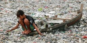 En Arxikos Politis: πνίγονται στο πλαστικό