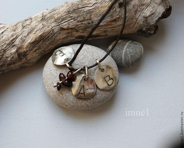 Купить Персональные подвески с инициалами - серебряный, гранат, инициалы, гравировка, символ, индивидуальное украшение