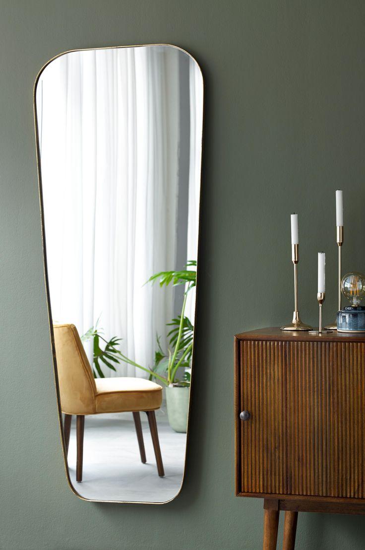 Spejl med metalramme. Kan hænges lodret i to retninger eller vandret. Højde 165 cm. Bredde mellem 44 og 65 cm. Dybde 2,5 cm.