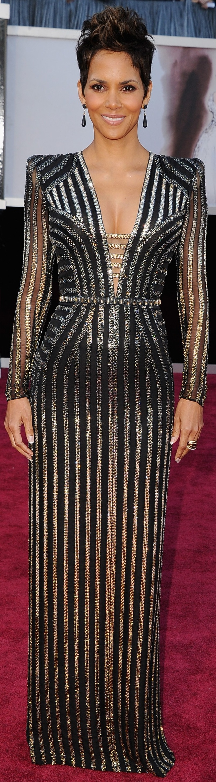 Halle Berry in Versace at the Oscars .♥✤ | Keep the Glamour | BeStayBeautiful
