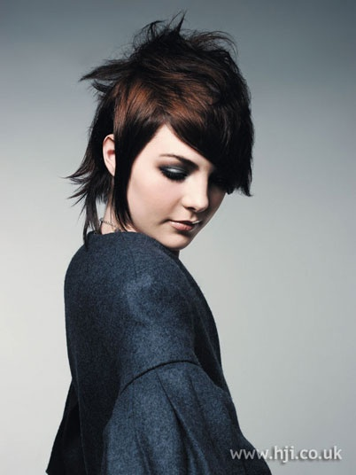 2006 short brunette hairstyle..