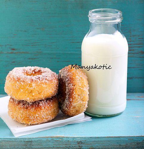Печеные сахарные пончики с корицей