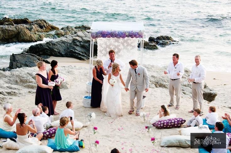 totally makes me want a beach wedding