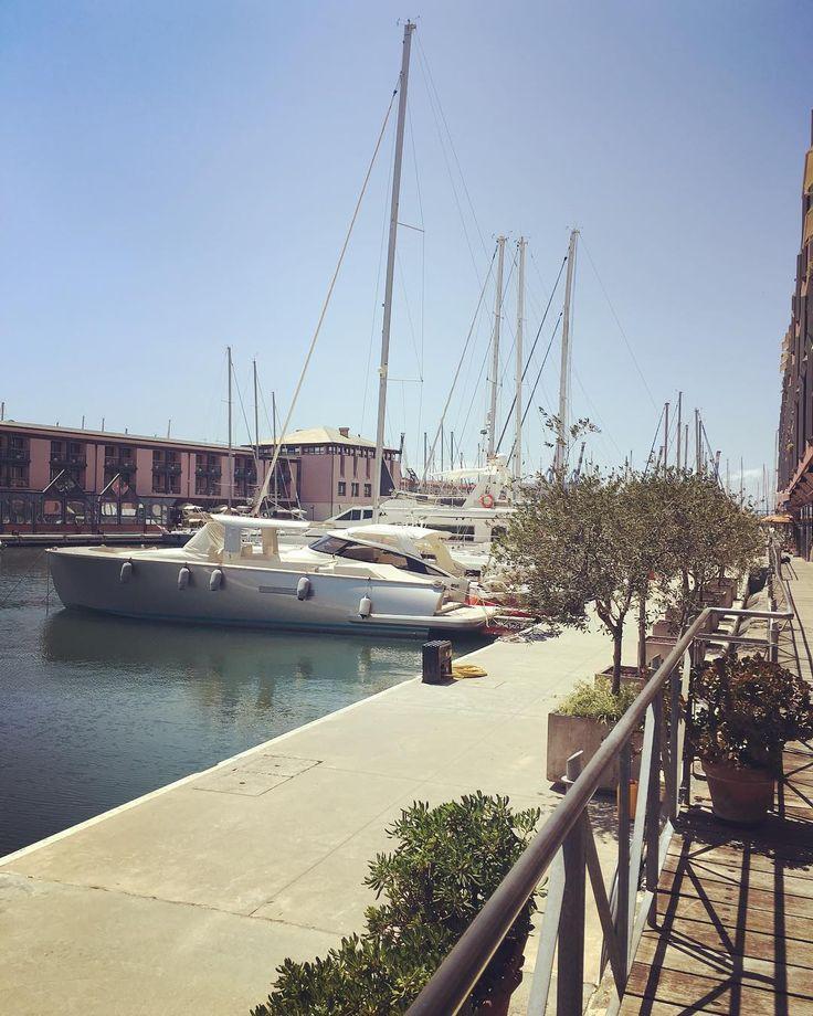 "A #Genova la chiamano ""Pausa Pranzo"" #Fb #igersgenova #genovaè #genovameravigliosa #genovagram #genovagando #ig_genova #igersliguria #pausapranzotop #portoantico #oldport #myskyline #myview #sea #cityexplorer #viewfromoffice"