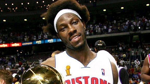 Los Pistons de Detroit retiran el número a Ben Wallace