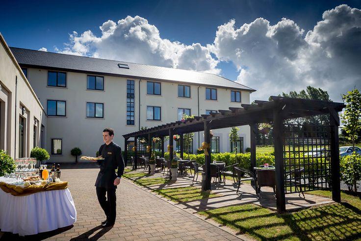 Outdoor Drinks Reception #weddings #love #events #outdoor #garden #4*CharlevilleParkHotel