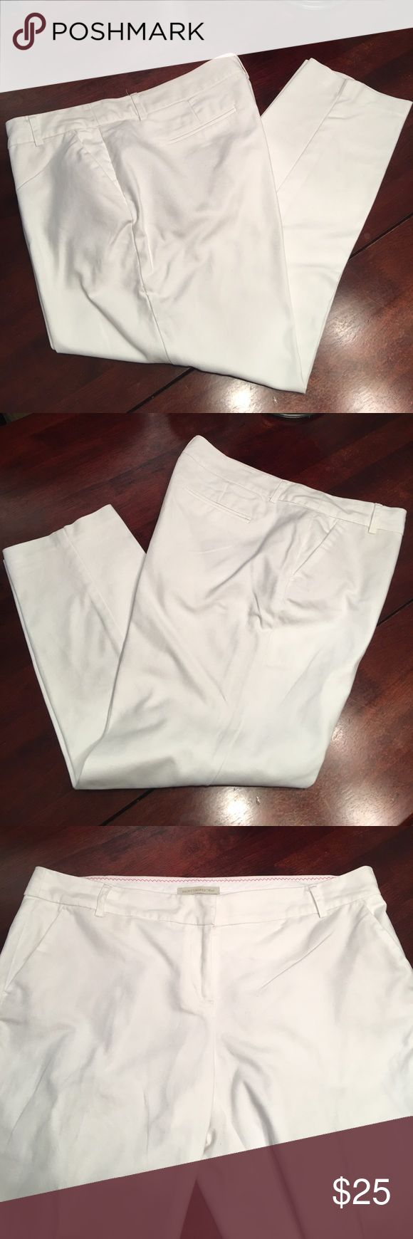 """🆕Saint Tropez West White ankle pants Saint Tropez West White ankle pants. Great for summer office wear or casual wear! They have some stretch to them. Zipper - hook & slide closure - belt loops at waist - front slip pockets & faux rear pockets. There are two small dots on back from where they were hung dry- see pic. Waist laying flat 18.5"""" inseam 26"""".  Besides the two small spots EUC ✅I ship same or next day ✅Bundle for discount Saint Tropez West Pants Ankle & Cropped"""