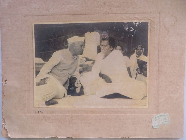 VINTAGE Gandhi Memorabilia B&W CAMERA PHOTO  Vinoba Bhave With Jawahallal Nehru