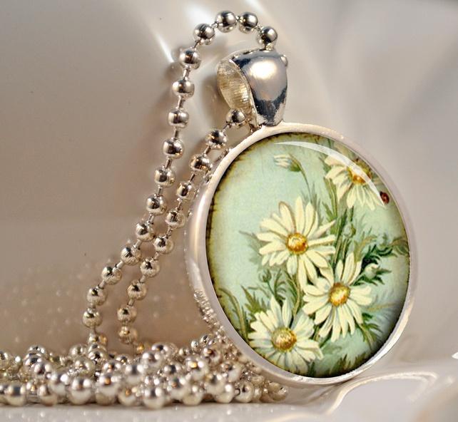 Vintage Daisies Pendant, Resin Pendant, Flower ... - Folksy