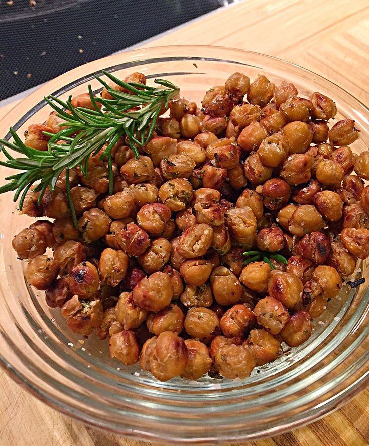 Crunchy Rosemary Roasted Chickpeas - Perfect snack!  Ditch the chips & try these!  South Beach Phase One friendly!