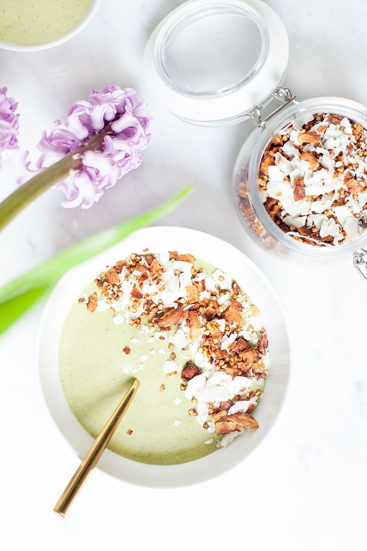 Pistachio ice cream smoothie bowls taste just like pistachio ice cream - but they're healthy! Creamy and rich, they are vegan, gluten free, and paleo. | Vegan, gluten free, paleo, and vegetarian. | Click for healthy recipe. | Via Loveleaf Co. http://www.loveleafco.com/pistachio-ice-cream-smoothie/