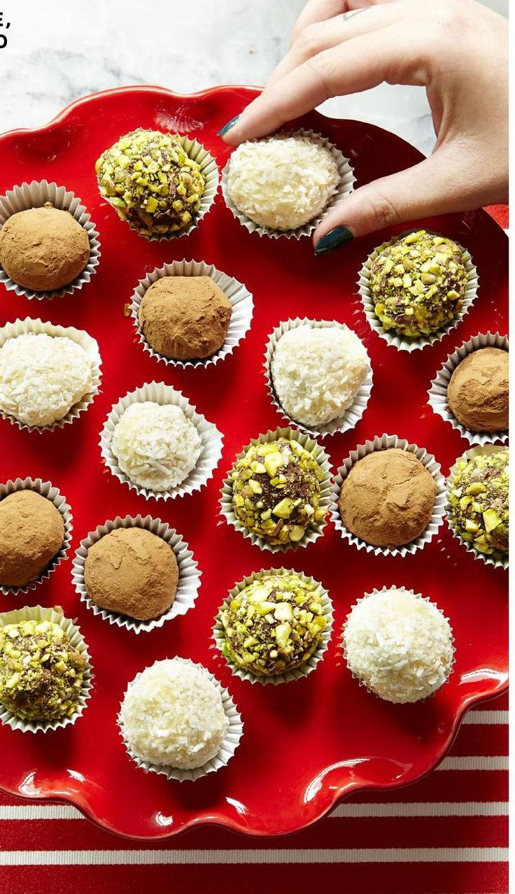 HELLO HOLIDAY GUIDE 2015. Christmas holiday assorted chocolate and pistachio truffles. #leonshelloholiday