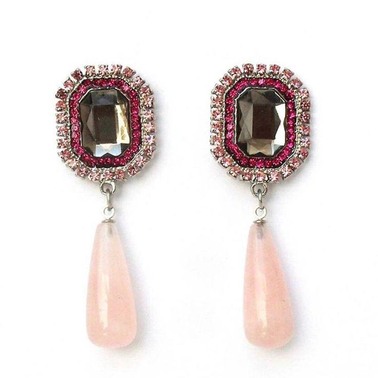 Depois de um dia puxado a melhor coisa a fazer é descansar, ter uma boa noite de sono e sonhos cor de rosa! 💟🌃🌟💤 #brincos #rosa #brilho #pedra #natural #moda #estilo #chique #boanoite #bom #sonhos #pink #earrings #handmade #exclusive #sparkle #stone #fashion #style #chic #goodnight #good #dreams #instadream #instachic #instanight #instagood