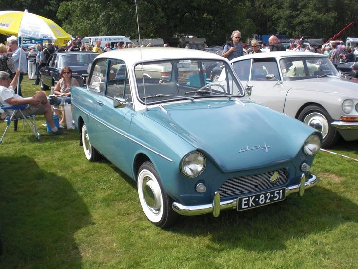 Op de RAI van 1958 presenteert Van Doornes Automobielfabriek (DAF) de DAF 600.  De DAF 600 was een volautomatische (Vario- matic) personenwagen. Voor- en achteruitrijden was mogelijk door het 'pientere pookje' naar voren of naar achteren te schuiven.