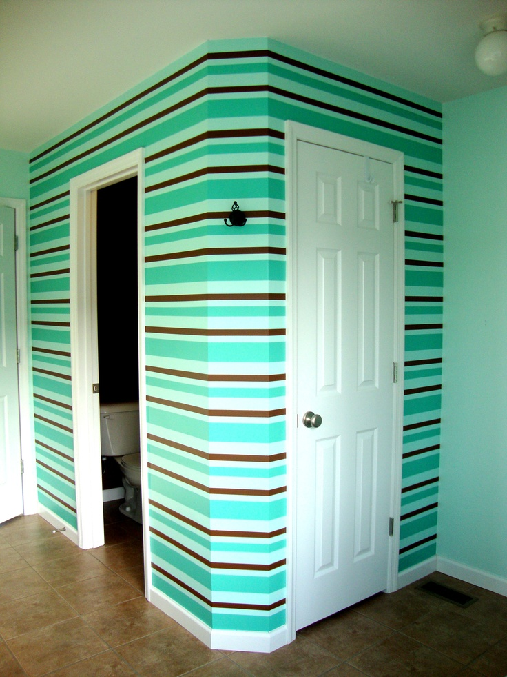 bathroom wallpainted strips with three colors
