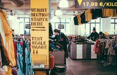 Mode-Shopping kiloweise beim Colours Kleidermarkt in Kreuzberg.