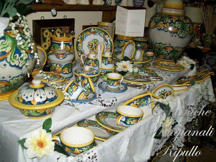 Our production ranges in all the rooms of the house, from the kitchen to the bedrooms, with a full line of all; by everyday objects, such as sets of dishes, at ornamental objects, such as vases, plates, clocks, lamps, heads, etc... thus creating one unique decor, personalized of style. www.ceramicheripullo.com  ‪