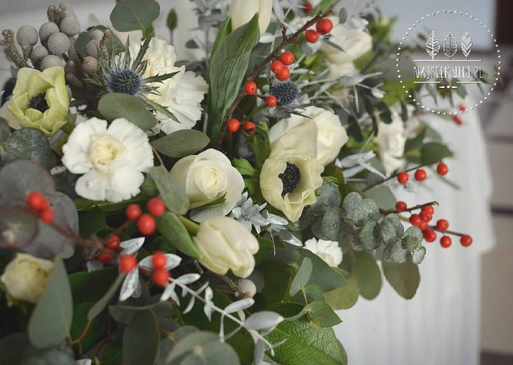 Zimowa dekoracja stołu państwa młodych 💜❄  #wedding  #wesele #slub #dekoracje #winter #zima #blue #ecru #white #rose #eucalyptus #green #grey  #love #nature #inspiration #january #decoration #withlove  #flowers  #kwiaty #instagood #beauty #photoftheday #followme #ilovemywork