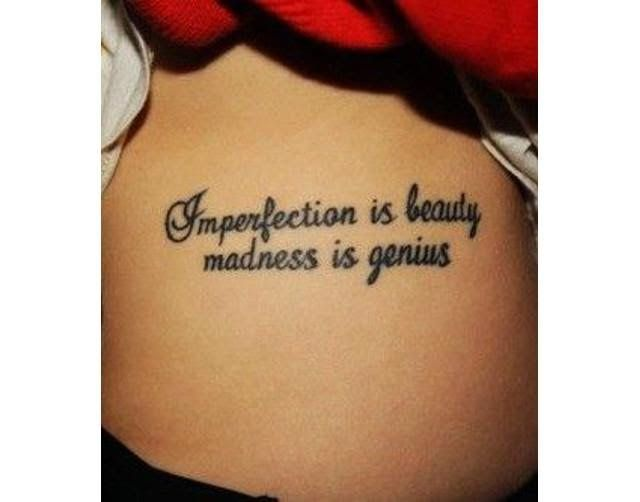 tatuajes de frases al costado de las costillas 3