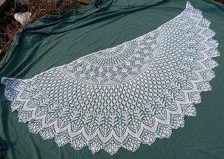 free pattern Vernal Equinox Shawl Surprise by Lankakomero Whitecottonvess_small2