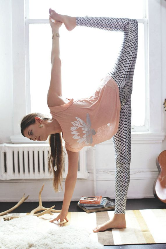 linen tshirt // linen clothing for women // lotus shirt // light pink shirt // yoga clothes // yoga tshirt // petite clothing // ballet top