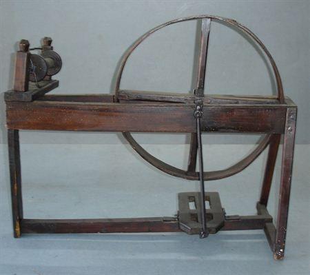Roda de fiar proveniente do museu de etnologia do porto. Museu dos Biscainhos. MatrizNet